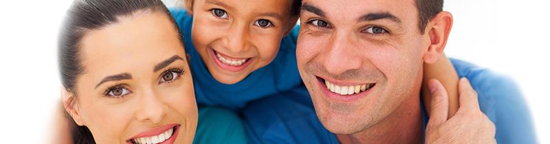 Gezin bestaande uit een moeder, vader en kind